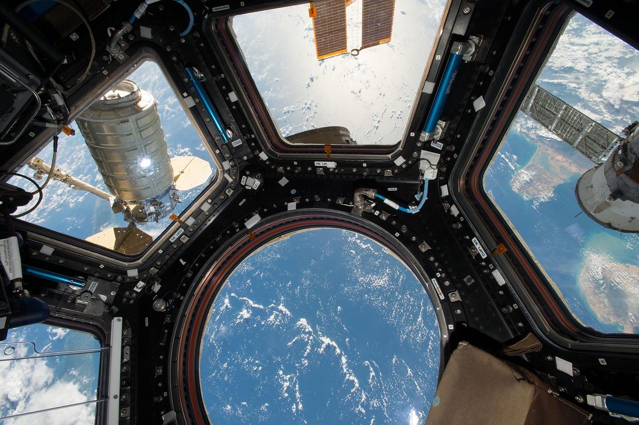 Blick von der ISS zur Erde.