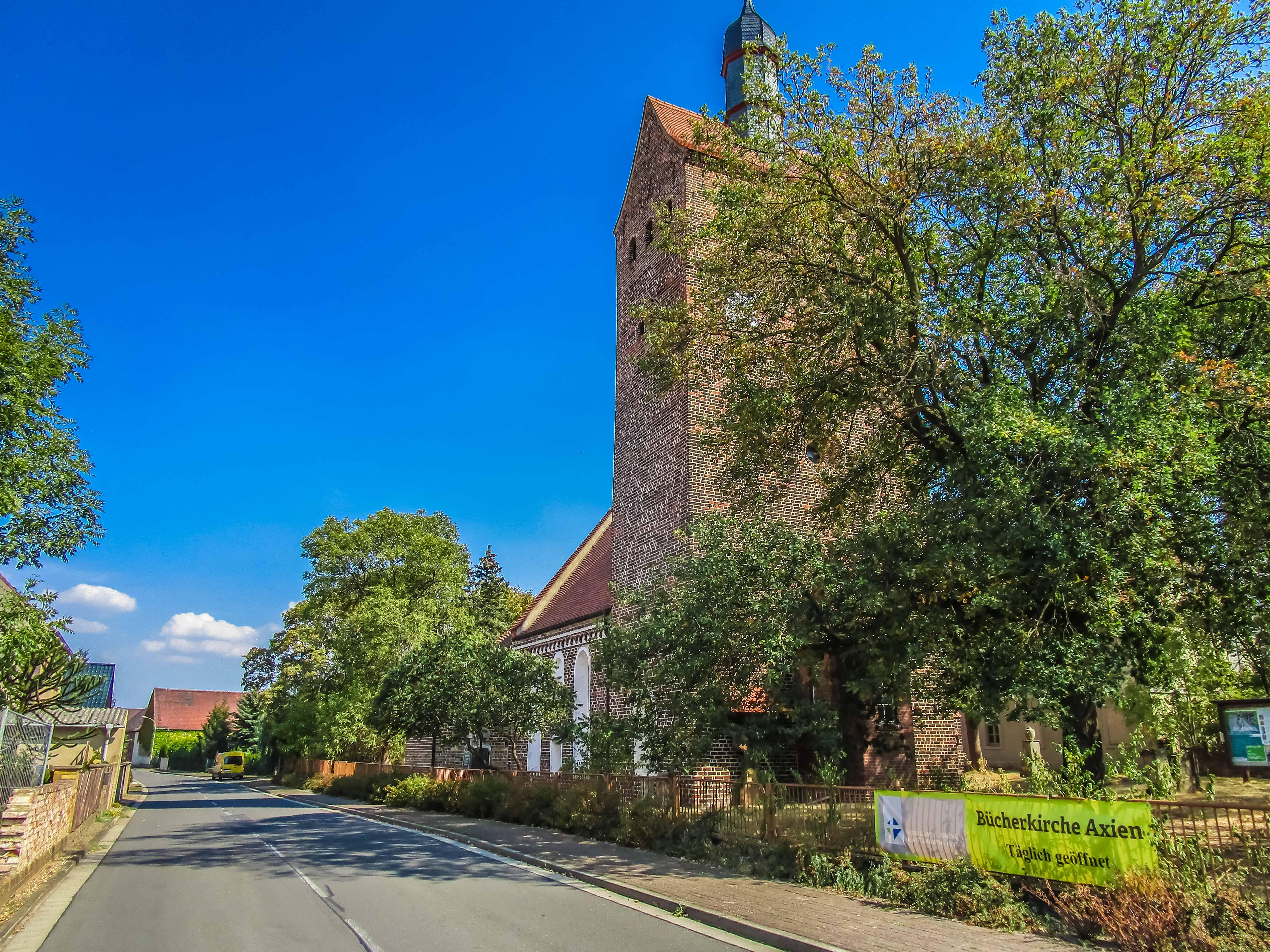 Kirche in Axien. Foto: Alexander Baumbach